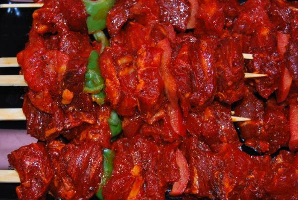Pinxitos de vedella amb verdures – 570×570